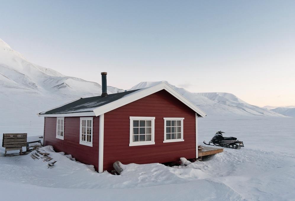 Nymalt hytte Svalbard